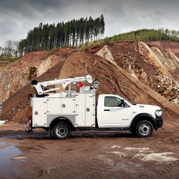 ORO 9M2 mechanic truck body in white, curb side with compartments closed on Dodge Ram 5500 chassis and a Stellar 3315 telescopic crane.