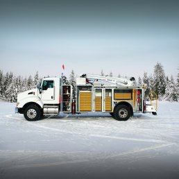 ORO 14M6 mechanic truck body in white with ORO 2LD mobile lubrication deck; street side open with American Eagle Accessories drawer sets in yellow on a Kenworth T440 chassis with a Stellar® 12630 mechanic crane.