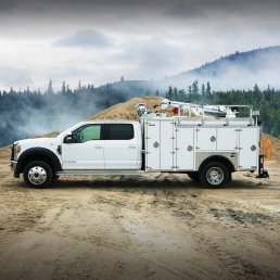 ORO 11M2 mechanic service truck body in white, street side closed on a Ford F550 chassis with a Stellar® 3315 telescopic mechanic crane.